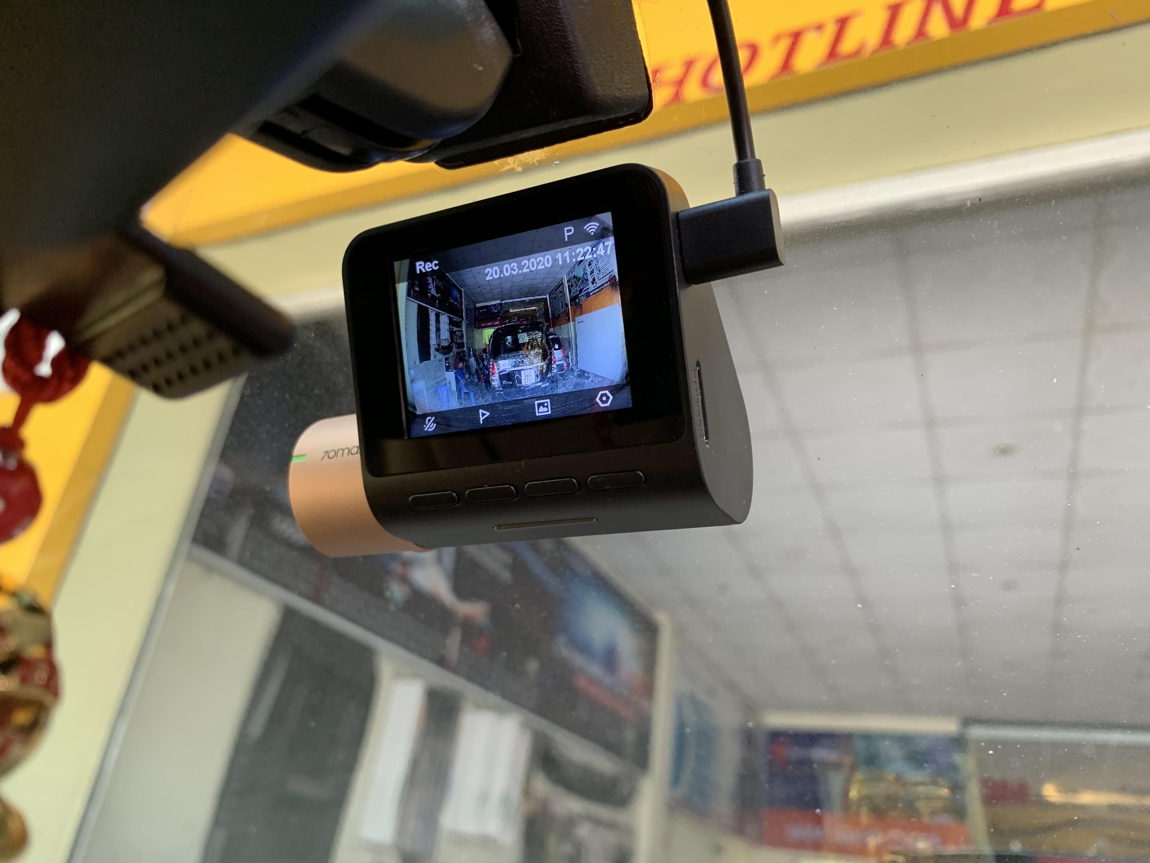 Lắp Đặt Camera Hành Trình Cho Xe Innova