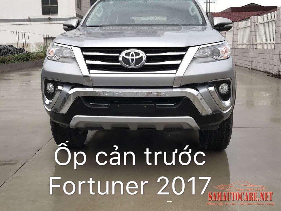 Ốp Cản Trước  Sau Xe Fortuner 2017