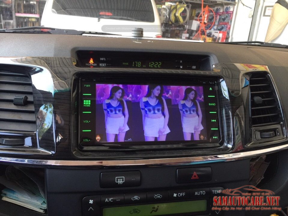 DVD Android Theo Xe Fortuner 2015